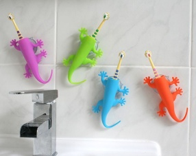 Larry The Lizard Toothbrush Holder